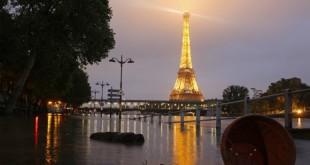 160603053332_paris_flood_eiffel_tower_night_640x360_getty_nocredit
