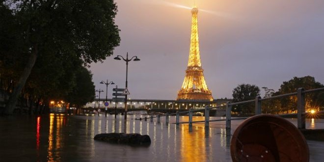 160603053332_paris_flood_eiffel_tower_night_640x360_getty_nocredit